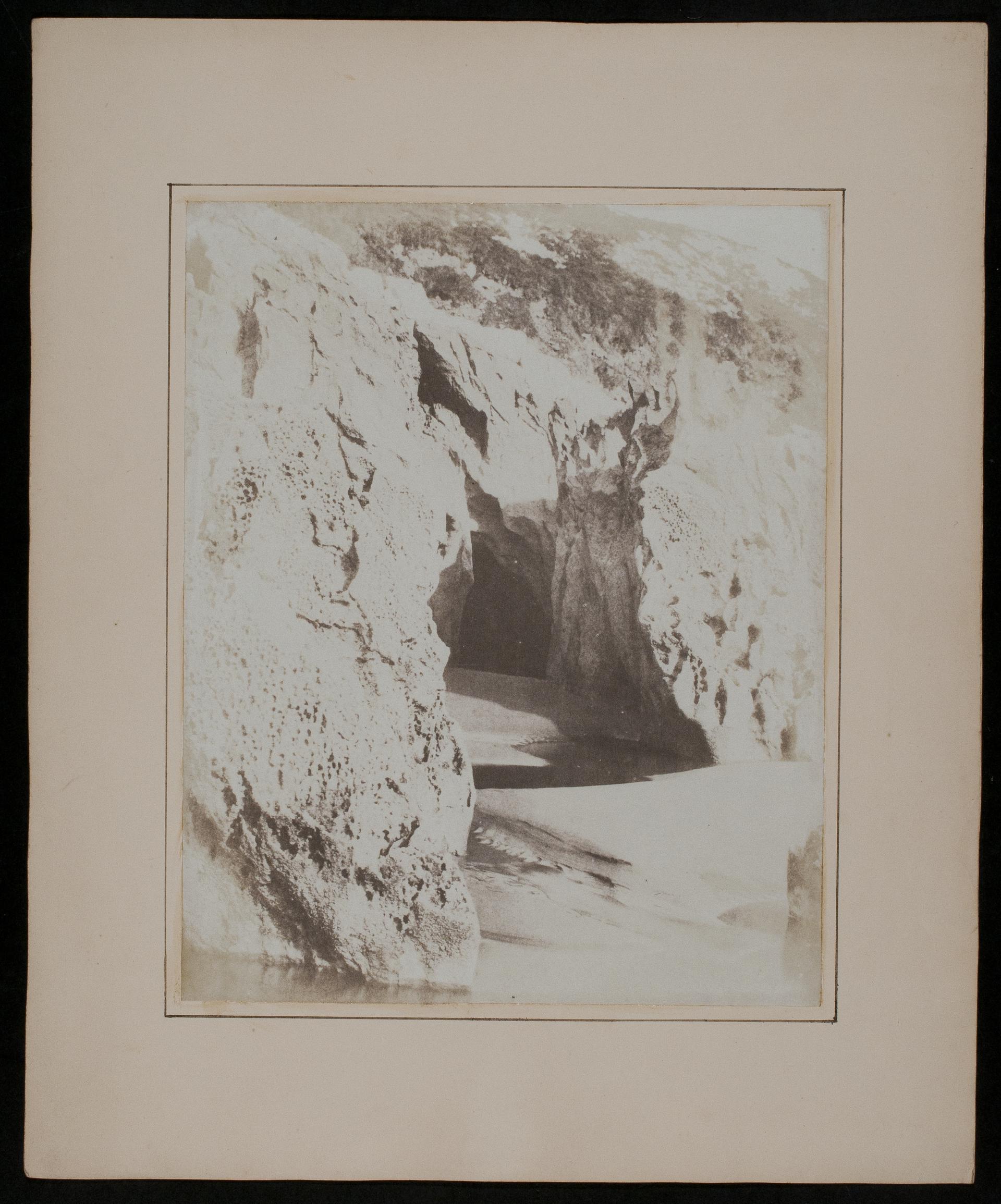 Three Cliffs Bay, photograph - Casgliadau Arlein   Amgueddfa