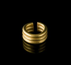 Middle Bronze Age gold penannular ring