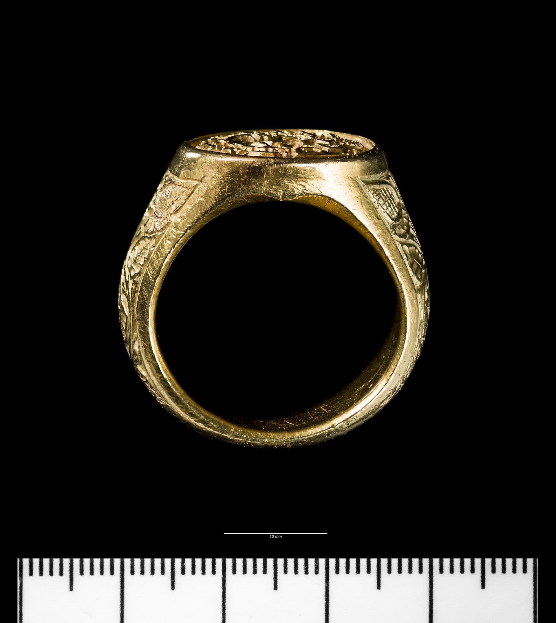 Open the image &lsquoMedieval gold signet ring'