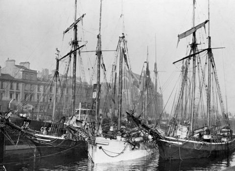 Two schooners and a sketch in West bute basin (b/w photo)