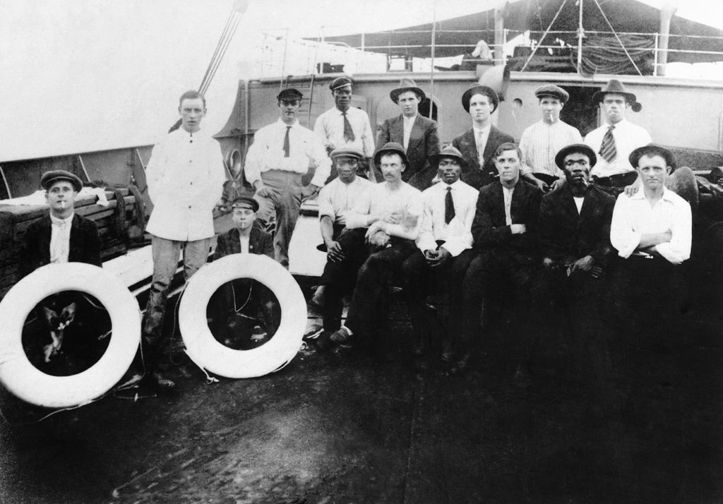 Crew of SS Glamorgan, 1913 (b/w photo)