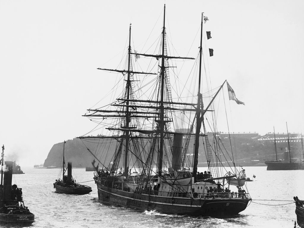 Departure of Captain Scott's Antarctic expedition aboard the Terra Nova on 15th June 1910 (b/w photo)