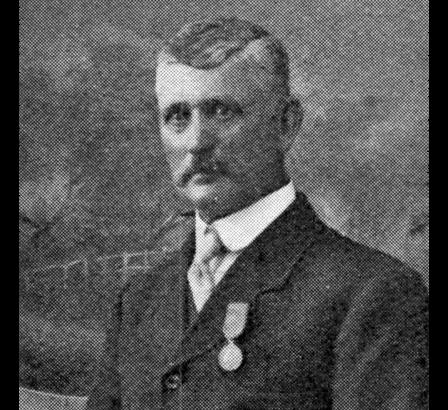 James Dally, yn gwisgo Medal Edward. Daw'r llun o Great Western Railway Magazine, Medi 1915.