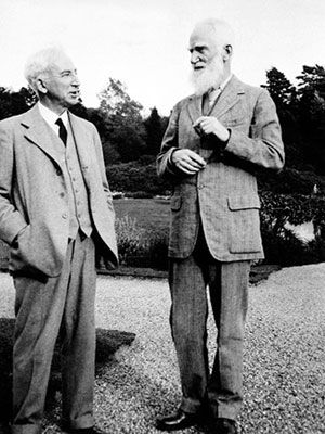 George Bernard Shaw a Thomas Jones yn Gregynog.
